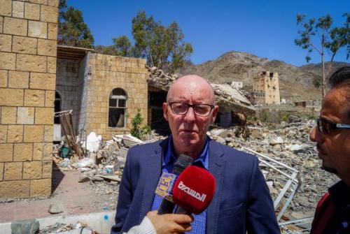 الشرعية تتهم منسق الشؤون الإنسانية بالانحياز  لميليشيا الحوثي وتطالب بتغييره