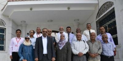 رئيس المجلس الانتقالي يعلن إنشاء مركز دعم صناعة القرار برئاسة الدكتور الجمحي