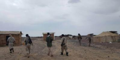 قوة أمنية من اللواء الثالث دعم واسناد تداهم وكرا لعصابة مختصة بالتهريب في رأس العارة