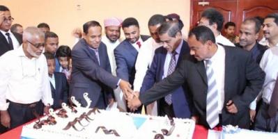 محافظ حضرموت يفتتح فندق مكة ويدعو لمزيد من المشاريع الاستثمارية بالمحافظة