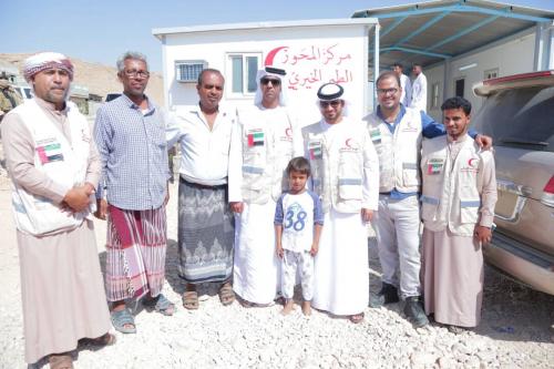 """الهلال الأحمر الإماراتي يدعم مركز """"ربوة خلف """" الطبي في المكلا بالأدوية والمواد الطبية"""