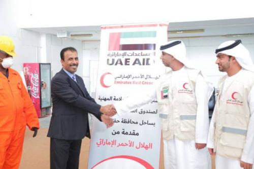 الهلال الأحمر الإماراتي  يقدم دعمه لصندوق النظافة والتحسين بساحل حضرموت