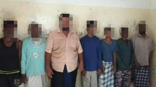شرطة كريتر : القبض على عصابة سرقت 280 هاتف جوال من أحد المحلات التجارية في عدن