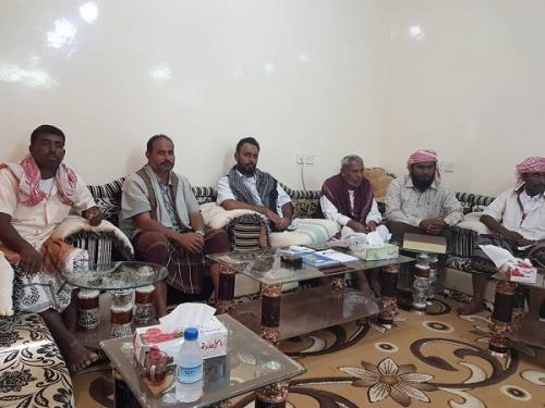لجنة الزواج الجماعي الخيري الأول في غيل بن يمين تكرم الشيخ عمرو بن حبريش
