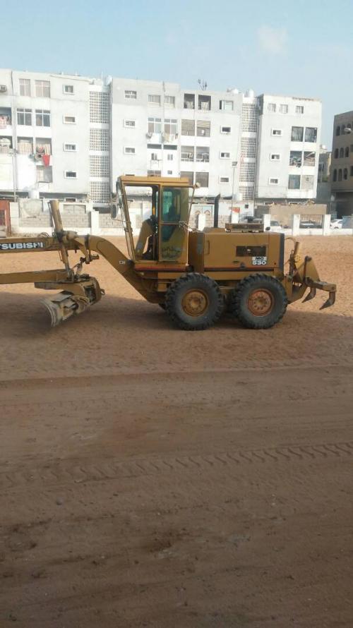 عدن : تجهيز أرضية ملعب النجوم بمنطقة عبدالعزيز برعاية صندوق النظافة والرياضة تجمعنا .