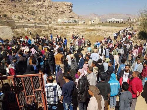 المئات يشيعون جثمان الشهيد العبدي عفيف الصافئي في الشعيب