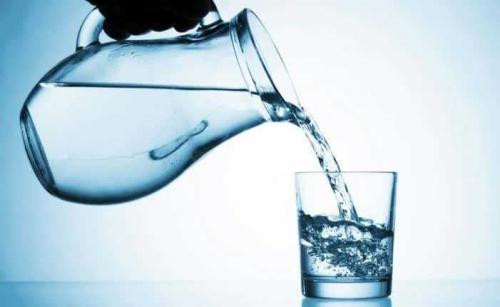 3 أوقات شرب الماء فيها يفتك بالدهون وينقص الوزن