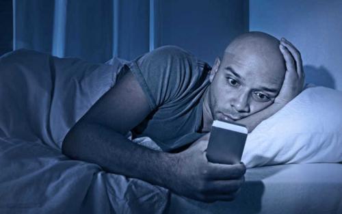 آثار سلبية لاستخدام الشاشات قبيل النوم
