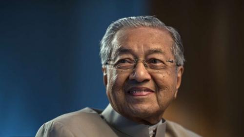 قائد نهضة ماليزيا الحديثة .. مهاتير محمد يعود للعمل السياسي في عمر 92 عاما