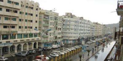 هطول زخات من المطر على عدد من مديريات العاصمة عدن