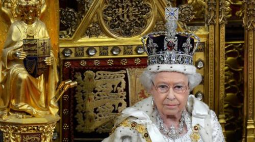 الملكة إليزابيث تتحدث لأول مرة عن مراسم تتويجها قبل 65 عاماً