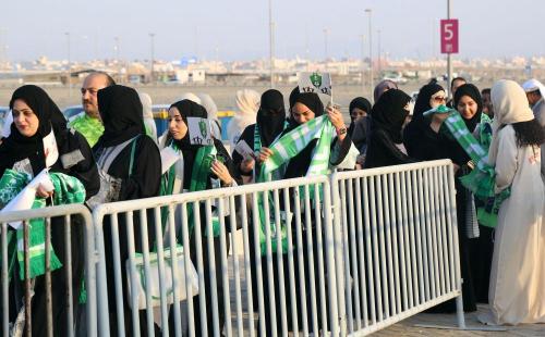 بالصور.. العائلات في الملاعب السعودية لأول مرة