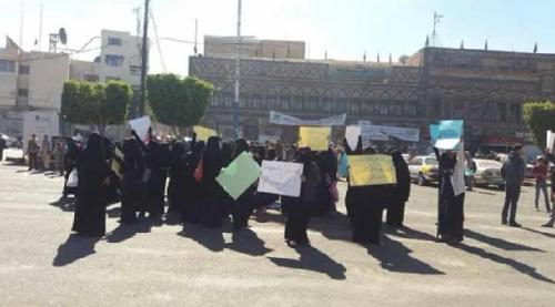 الحوثيون يختطفون نساء تظاهرن ضدهم بصنعاء طالبن بعصيان مدني شامل