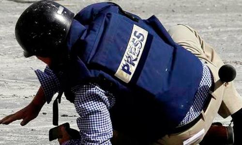 تقرير حقوقي يكشف أسماء متورطين بتعذيب صحافيين في اليمن