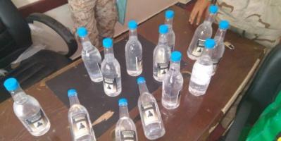 أمن عدن : ضبط متهماً بتجارة الخمور متلبساً في الشيخ عثمان
