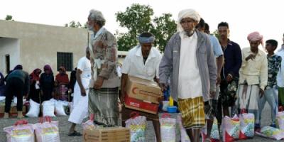 القوات المسلحة الإماراتية تؤمّن توصيل المساعدات الإنسانية في الساحل الغربي