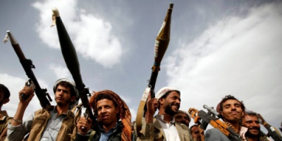 الحوثيون يعتقلون 67 ضابطا من قوات البحرية والدفاع الساحلي خشية التحاقهم بالشرعية