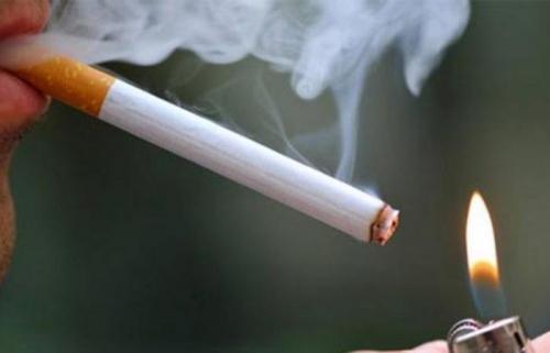 استشاري قلب للمدخنين: تبرَّعوا بدمائكم أو توقفوا عن التدخين فورًا