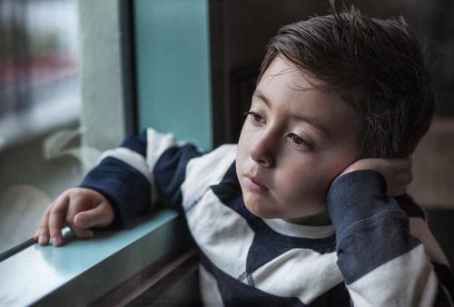 دراسة : بول الطفل يكشف المشاكل الزوجية