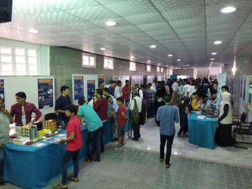 """لليوم الثاني.. تواصل فعاليات """"المعروض الوطني للاختراع والإبداع"""" بجامعة عدن (صور)"""