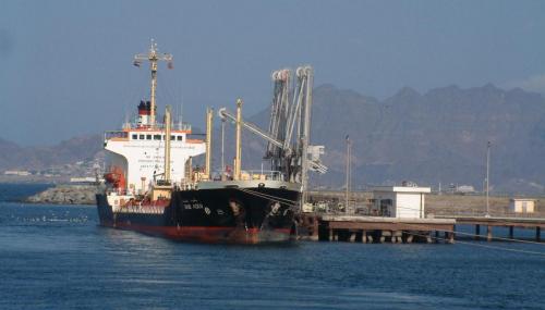 ميناء عدن : لا صحة لمنع التحالف العربي دخول السفن إلى الميناء