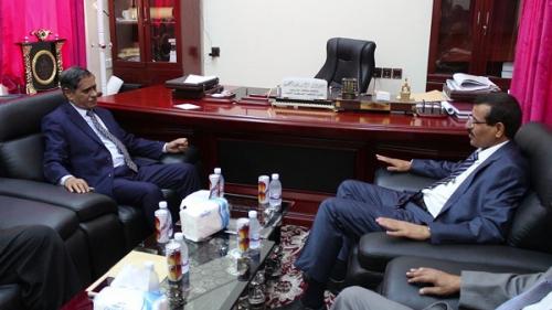 النائب العام يلتقي محافظ حضرموت ويشيد بجهود السلطة المحلية وتعاونها في إعادة الجهاز القضائي لممارسة مهامه