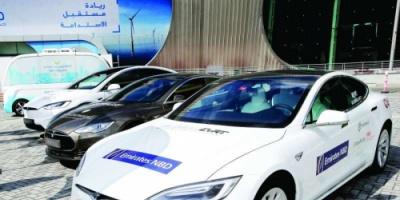 انطلاق أول رحلة للسيارات الكهربائية بين الإمارات وعمان