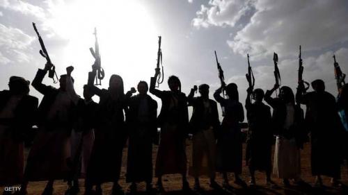 """الحوثيون ينقلون مقارا استخباراتية ويقيلون """"ضباط صالح"""""""