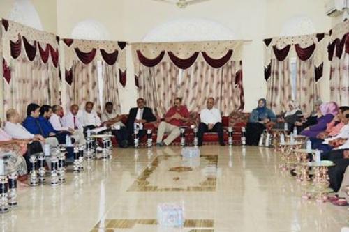 الرئيس الزبيدي يناقش مع تنسيقيتي النقابات والآكاديميين الجنوبيتين الأوضاع العامة في الجنوب