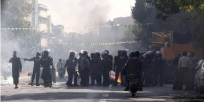 هبوط الريال الإيراني يرعب النظام.. وينذر بزيادة السخط الشعبي