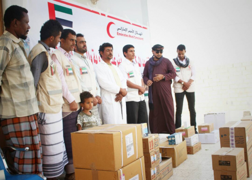 الهلال الأحمر الإماراتي يقدم أدوية ومستلزمات طبية لمركز بئر علي الصحي برضوم  شبوة