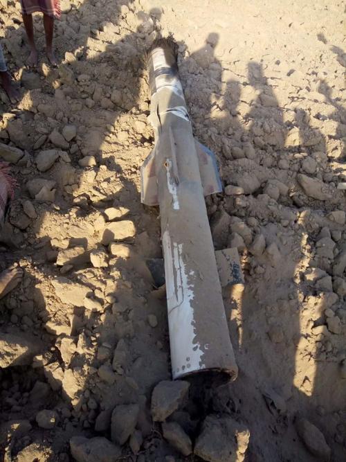 الحوثيون يطلقون صاروخاً باليستياً على مدينة الخوخة