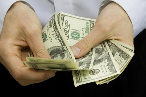الدولار يهوي بشدة بعد تصريحات وزير الخزانة الأميركي