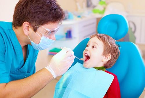 أسباب اصفرار الأسنان لدى الأطفال