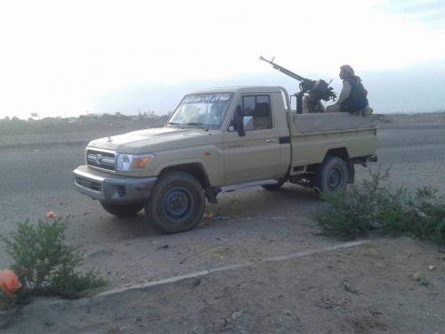 جنود من الحماية الرئاسية يطلقون النار على موكب حضرموت القادم الى عدن على طريق دوفس