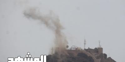 عدن : دبابات الحرس الرئاسي تقصف معسكر جبل حديد بخور مكسر