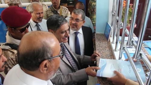 محافظ حضرموت يفتتح الصالة المركزية لنيابة شؤون الطلاب بجامعة حضرموت