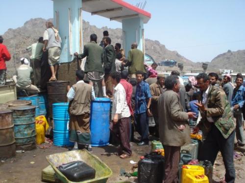 انتفاضة عمالية ضد نهب الميليشيات الحوثية نفط الحديدة