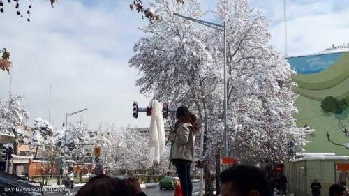 """إيران تغرم سيدات 100 ألف دولار على """"عمل تافه"""""""