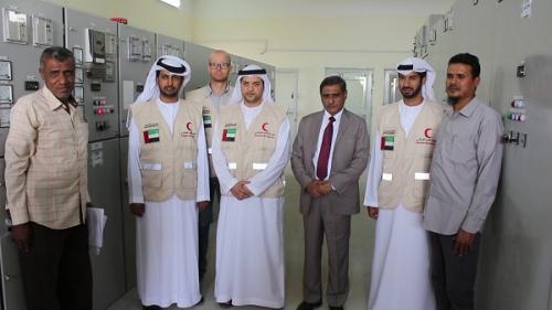 البحسني يشيد بالدعم الاماراتي ويتفقد ومعه اللجنة الاماراتية لمعالجة أوضاع الكهرباء محطة الهايبر التحويلية
