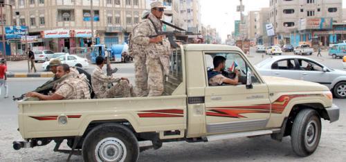 قوات الحزام الأمني بردفان تلقي القبض على عصابة مسلحة تمارس التقطع والحرابة