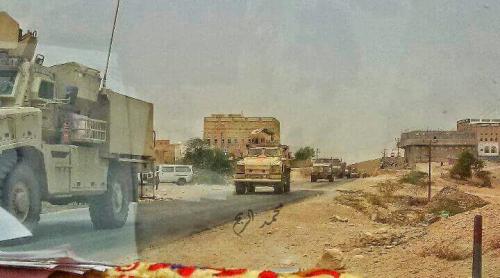 قوات النخبة الشبوانية تواصل انتشارها في مدينة المصينعة وسط ترحيب شعبي