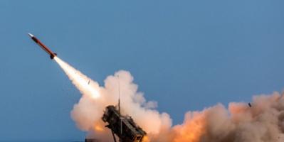 الدفاعات السعودية تدمر صاروخاً باليستيا أطلقته مليشيا الحوثي على خميس مشيط