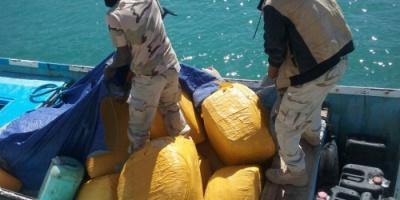 المهرة .. خفر السواحل تضبط كميات من القات كان يعتزم تهريبه بحرا إلى سلطنة عمان