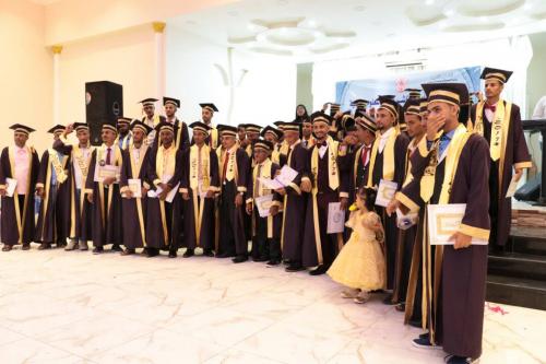 معهد د. أمين ناشر للعلوم الصحية بعدن يحتفل بتخرج الدفعة 35  مساعد طبيب عام  والدفعة 7 بصريات
