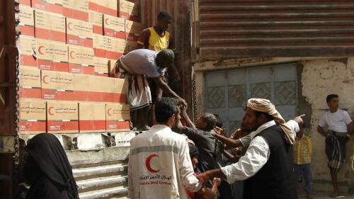 ابتهاج  في  حيس  بعد تسيير الإمارات أول قافلة مساعدات اغاثية