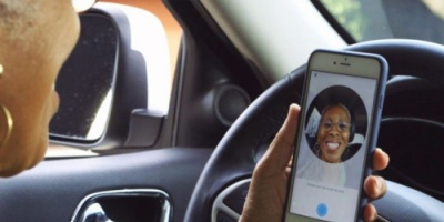 فرنسا تمنع السائق من إستخدام الهاتف داخل السيارة نهائياً حتى عند التوقف