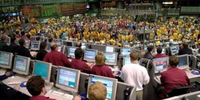 هبوط عام للنفط والذهب والمعادن بسبب الإنتاج الأمريكي وارتفاع الدولار