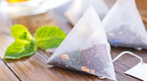 أكياس الشاي علاج سريع لتورم العيون