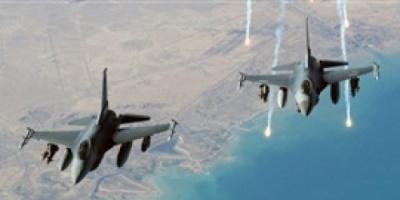 طيران التحالف يشن غارات على مواقع ميلشيا الحوثي في جبل الحمراء بناطع